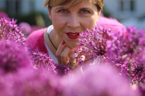 Conny, Blumen, Headerbild, Pink, Reiseoutfit