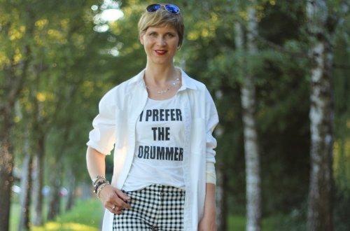 Shorts und Longbluse - black and white, karo, hallhuber, wedges, topshop, Statementshirt, Impressionen, Sommeroutfit, Conny Doll