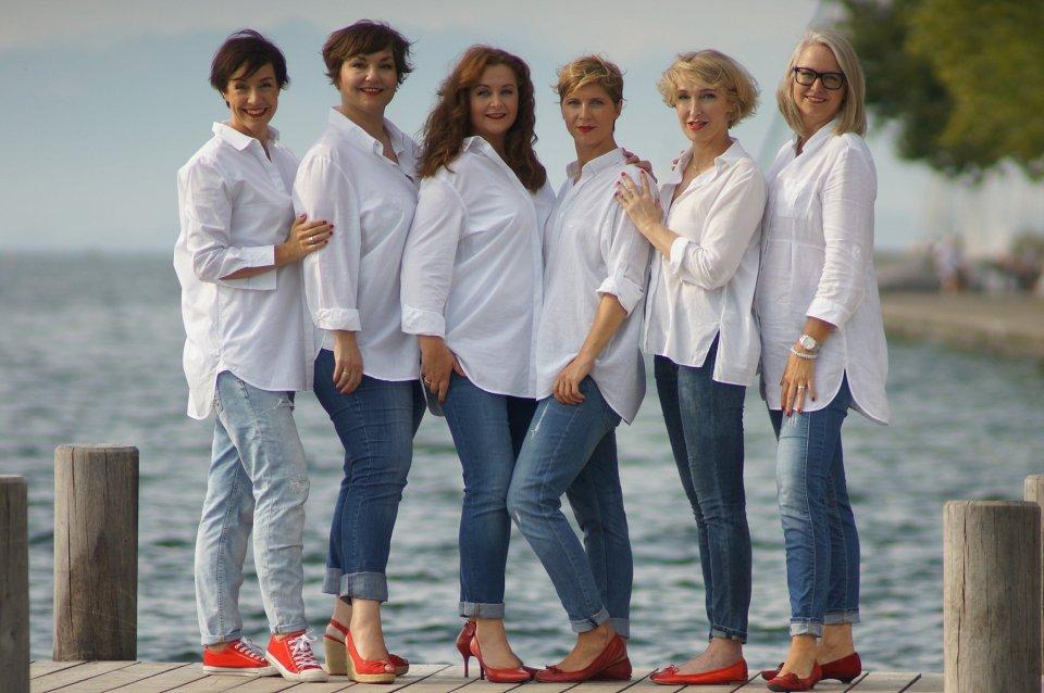 Jeans und weisse Bluse, rote Schuhe, Lady.Bloggers, Starnberger See, Treffen, Anja Frankenhaeuser, Susi Ackstaller, Valerie Müller, Conny Doll, Cla Steinlein, Stephanie Grupe