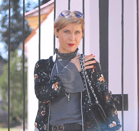 Culotte oder Faltenrock, schwarz, grau, Trompetenärmel, Bomberjacke, Shirt, Conny Doll, Fashionblog, Munich