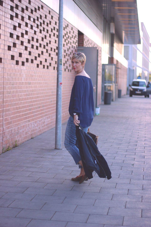 Schulterfreie Bluse, DIY Jeans, blau, leoloafer, luis vuitton, speedy40