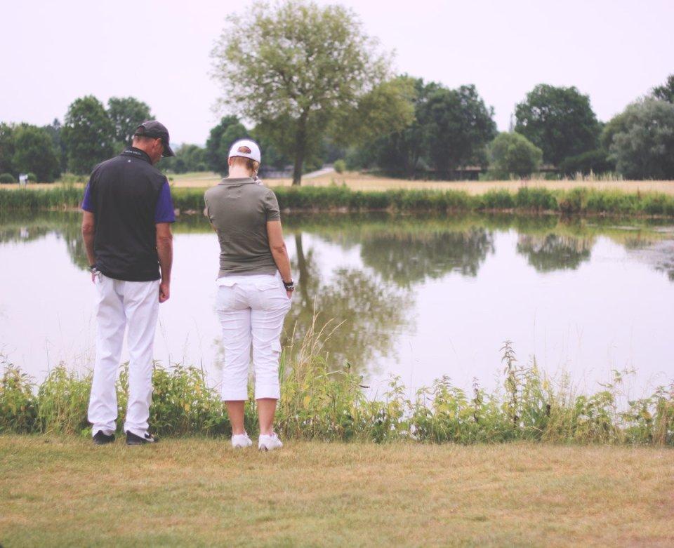 Golfclub Sagmühle, Conny Doll spielt Golf, Ballsuche, obligatorisch, Conny und Mathias Probst