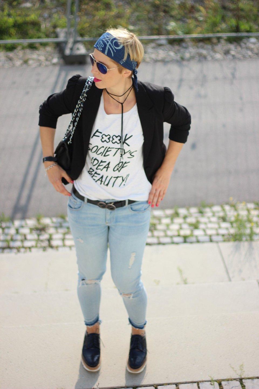 Statement-Shirt, Goldschnitte, Conny Doll, Jeans, Blazer,