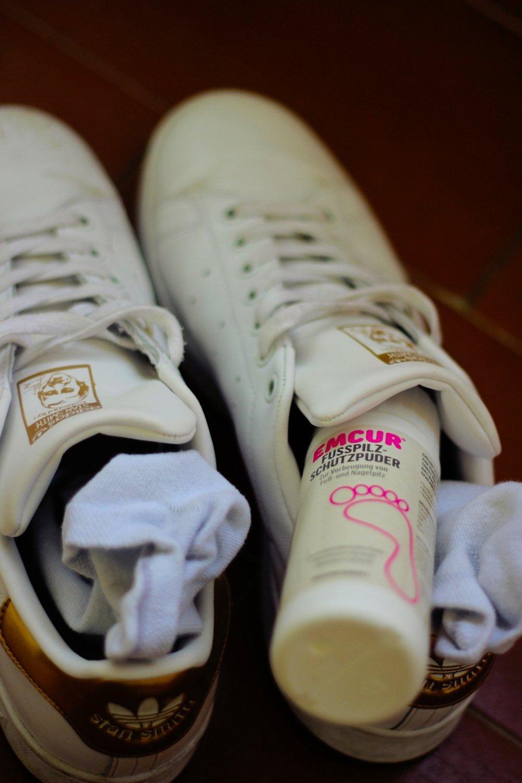 Conny Doll Lifestyle: Fußpflege, schöne Füße, Fuß- und Nagelpilz, Podologie, gesunde Füße, Medizinpräparate, Emcur, Vorbeugung