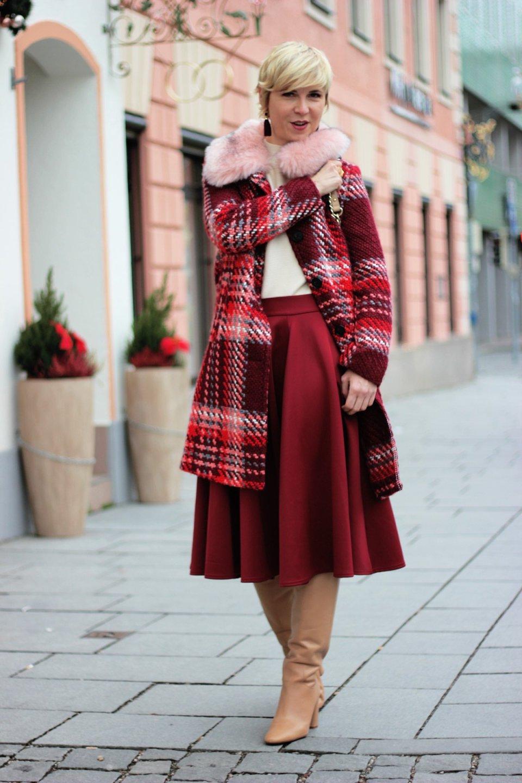 conny doll lifestyle: Früher war alles besser - Tellerrock mit Stiefeln kombiniert, Sinnkrise, Shopping, Weihnachten, Wahnsinn