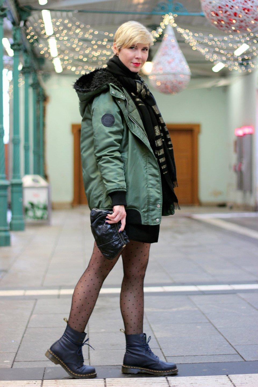 conny doll lifestyle: Der Januar ist nicht mein Monat - Partylook: Blazerkleid und Shorts, Glitzer, Abendlook, Strumpfhose, Punkte, Boots, Doc Martens