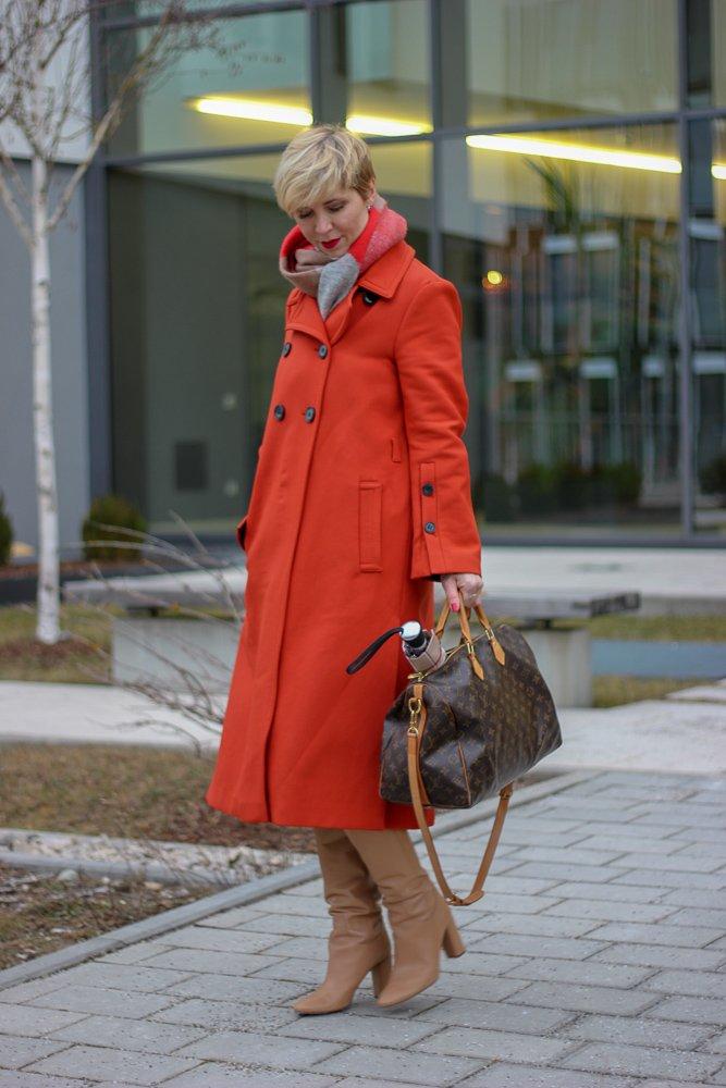 conny doll lifestyle: denimrock, pullover, strumpfhose, feinstrumpfhose, Stiefel, Frühling, Wie gehe ich mit Feinstrumpfhosen um, Schumacher Mantel