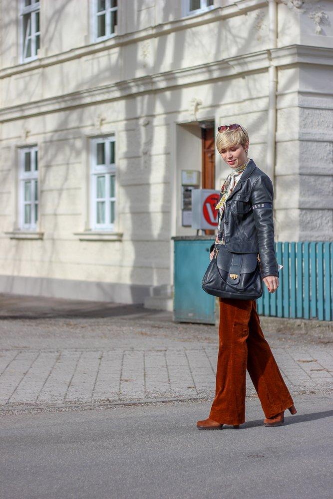 conny doll lifestyle: Wie vermeide ich Spontankäufe - meine Tipps. Der Look: Cordhose und Schluppenbluse