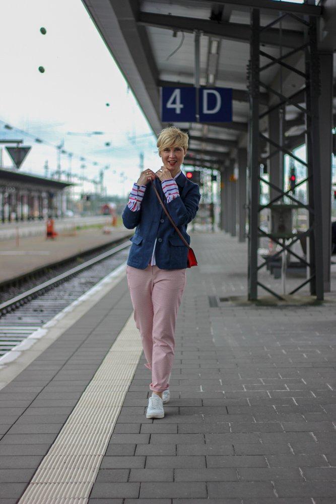 conny doll lifestyle: THE BRITISH SHOP - Wochendtrip nach Mainhatten, britische Mode, 7/8-Hose, Mustermix, Leinenblazer, Bluse, Kelchkragen, Sneaker, easy-chic