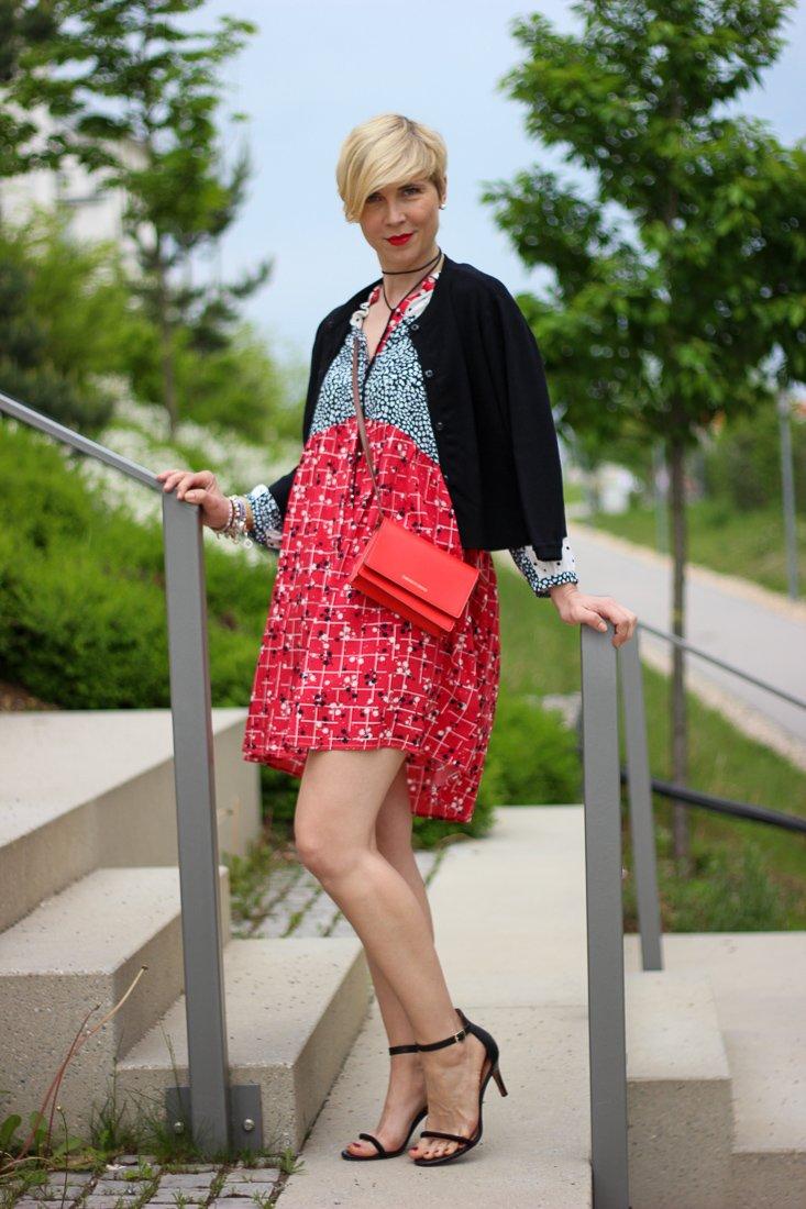 conny doll lifestyle: Sommerkleid von Saint Mignar, Mustermix, Shoreditch Kleid, Cardigan, nachhaltige Kleidung