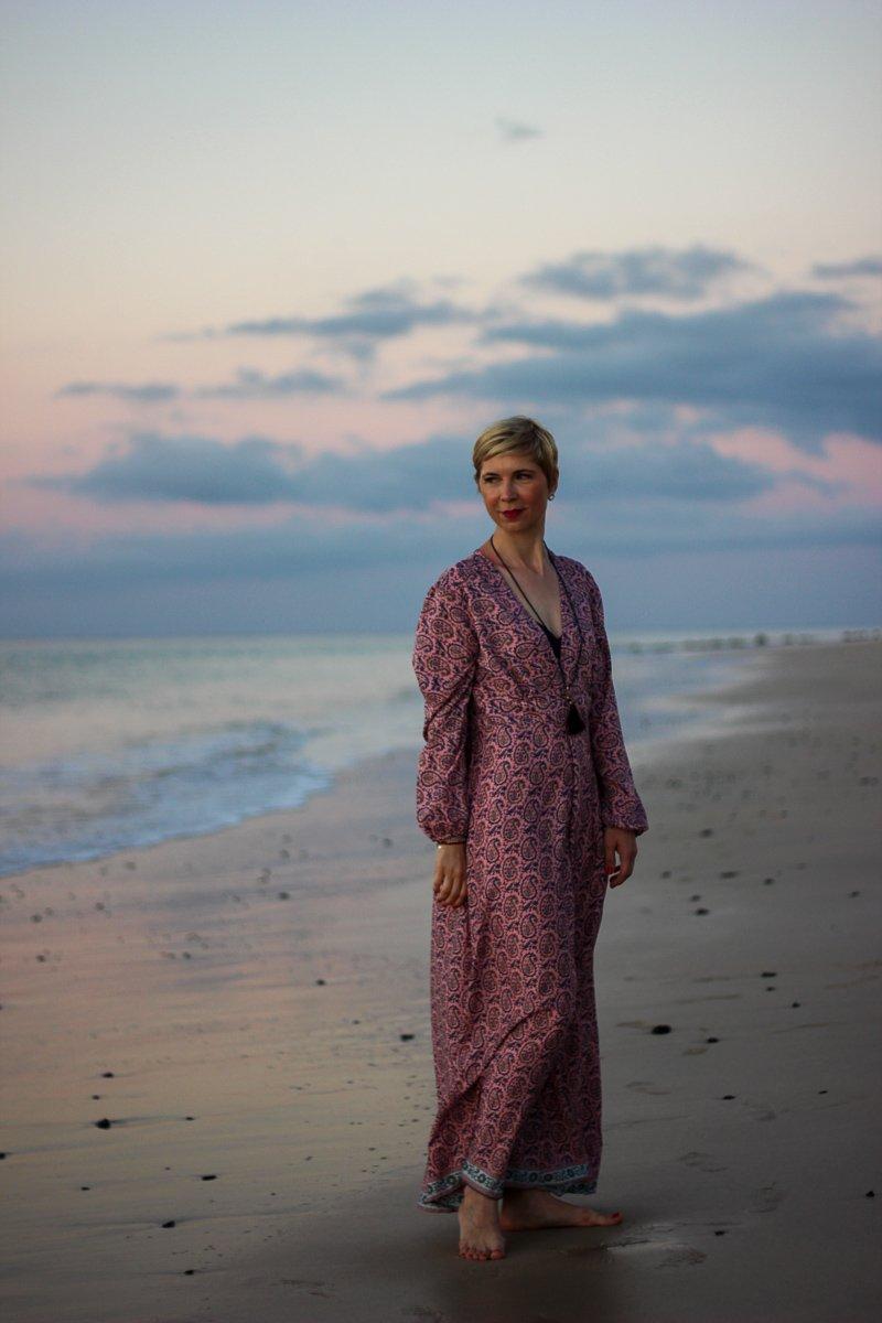 conny doll lifestyle: Maxikleid im Ibizastyle, langes Kleid, Strand Fuerteventura, Urlaub, Beach, Sonnenaufgang