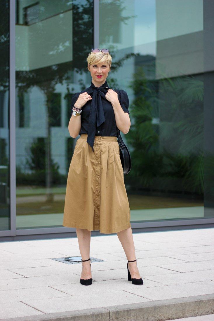 conny doll lifestyle: Bloggeraktion, Modeflüsterin, Schluppenbluse, cognac, Sommerbraun