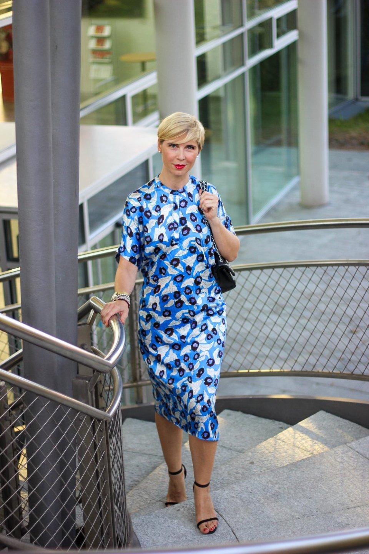 conny doll lifestyle: Sommerkleid mit Muster, Seidenkleid, Lindnerfashion