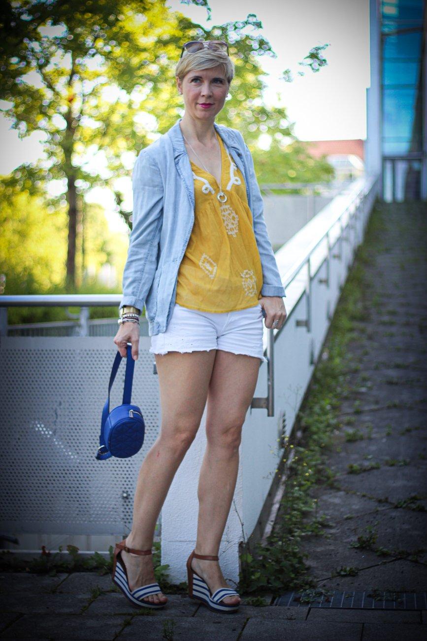 conny doll lifestyle: Abschied vom Sommer mit Shors, gelb, weiß,