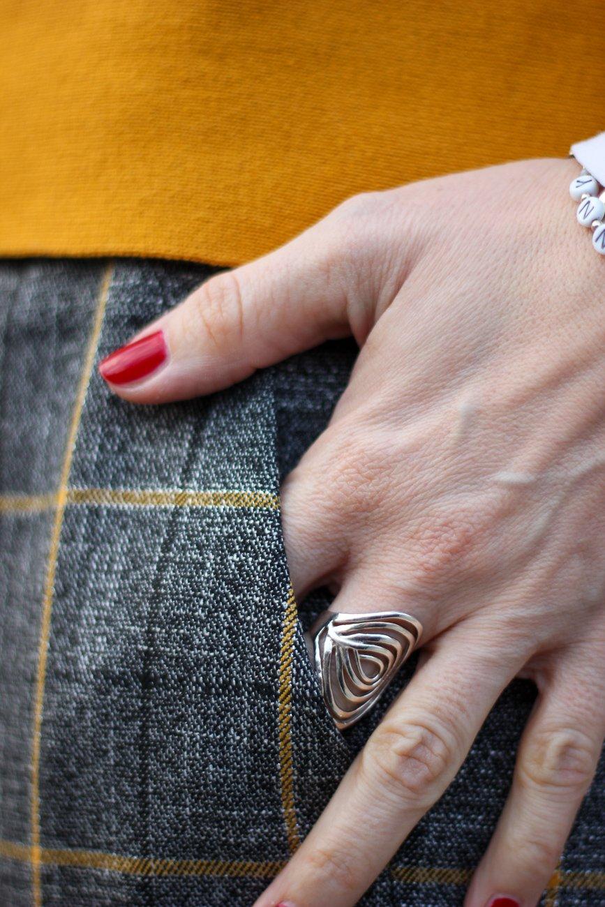 conny doll lifestyle: karierte Hose lässig gestylt, Details, senfgelb, Toni Fashion