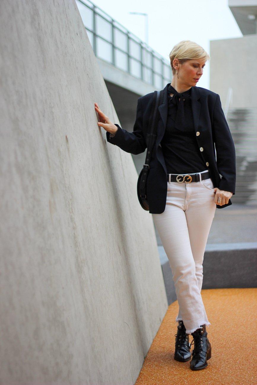 conny doll lifestyle: schwarz-weiß, Trend Herbst-Winter 2020, Blazer, casual Styling