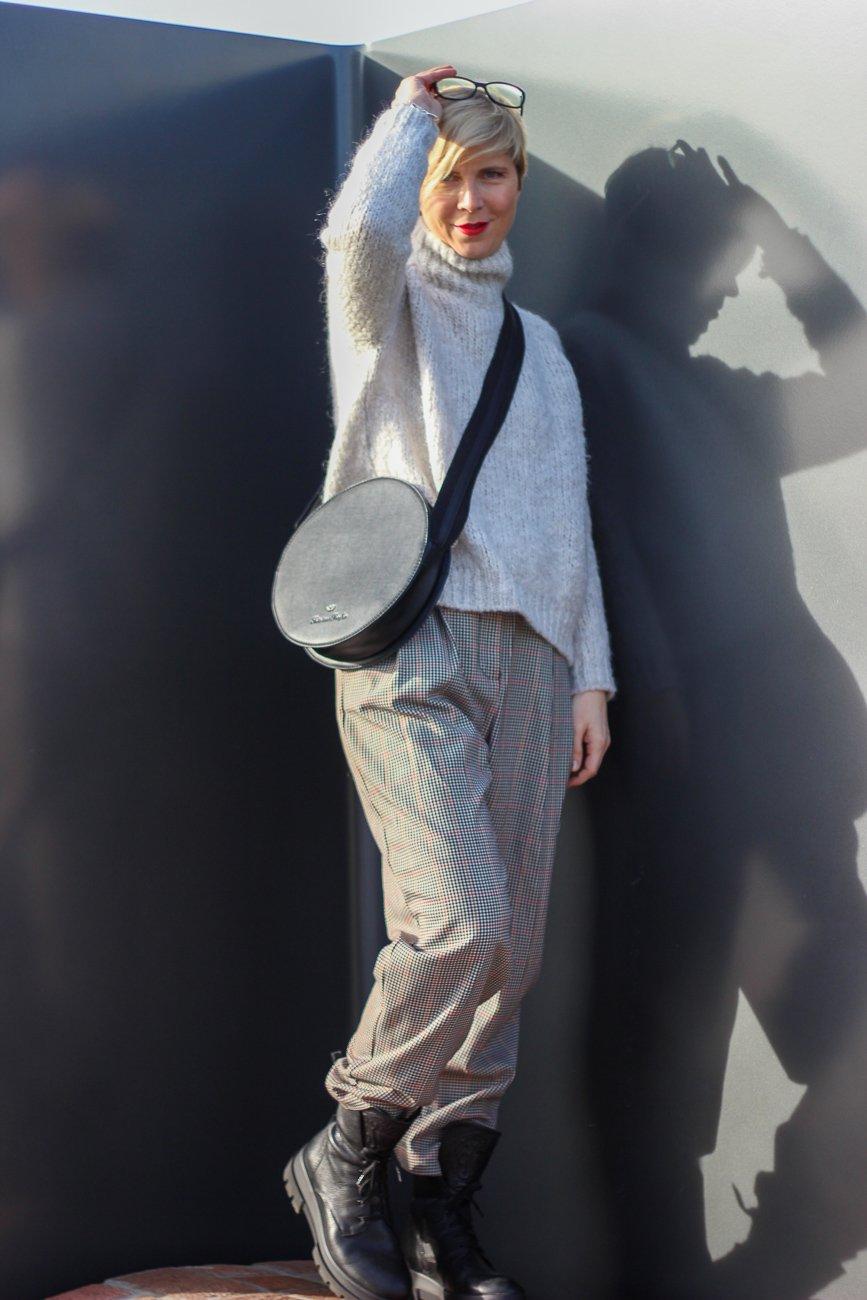 conny doll lifestyle: Paperbaghose lässig gestylt, zum Teufel mit der Figur, Chunkyboots