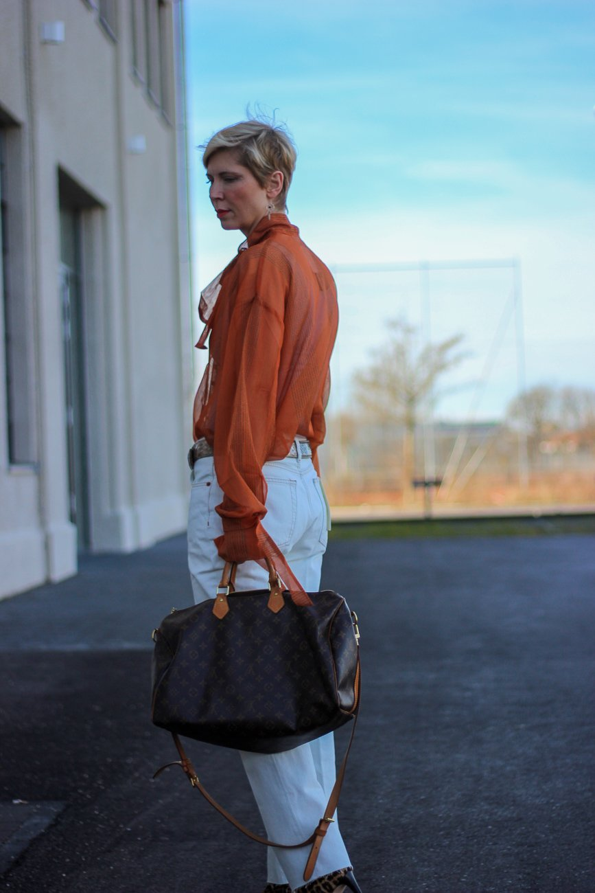 conny doll lifestyle: RE/Done nachhaltiges Jeanslabel, Levi's individualisiert, weites Bein, Denim, Frünlingslook