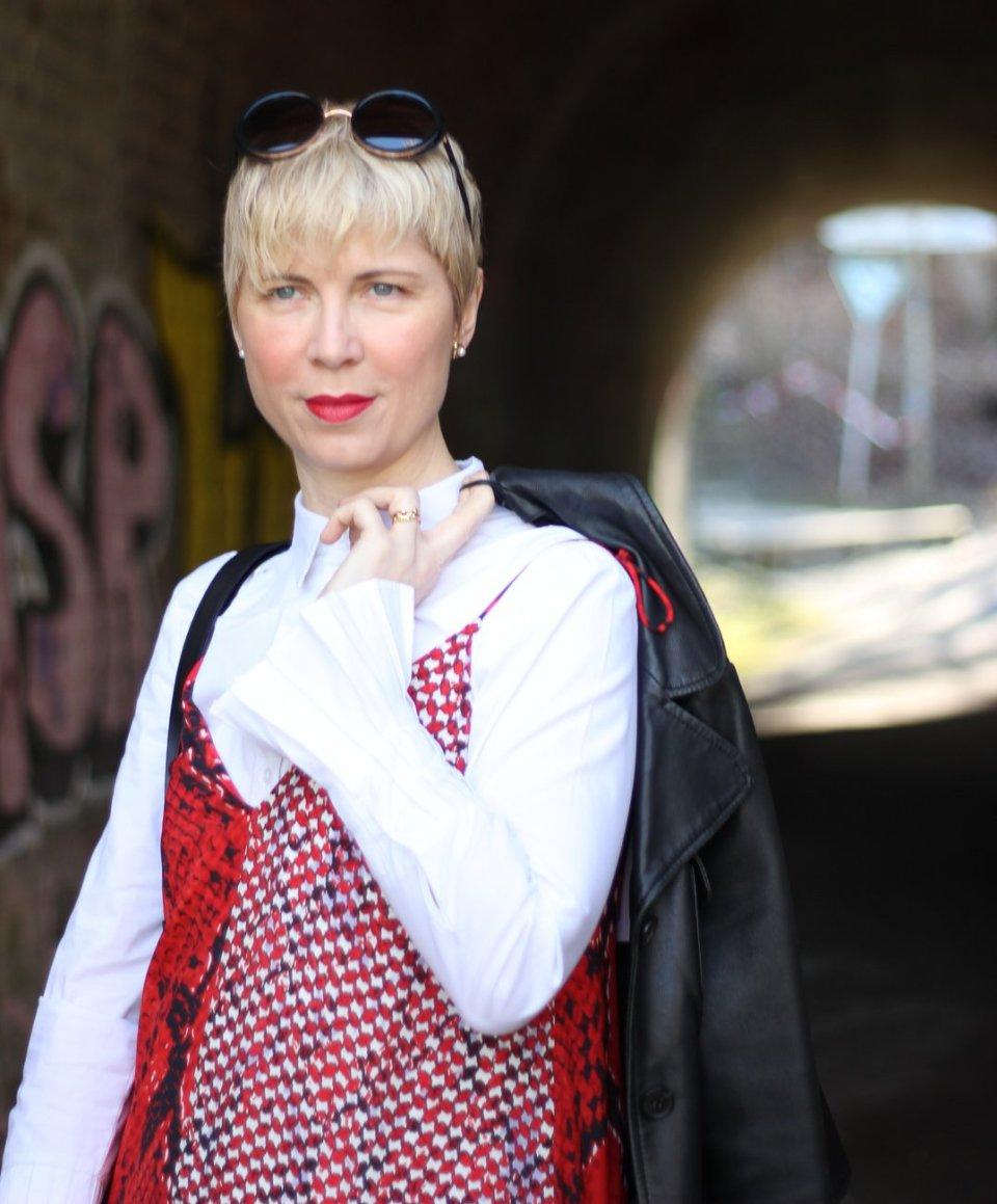 conny doll lifestyle: Sommerkleid im Frühling, lala Berlin, Bluse, Trägerkleid
