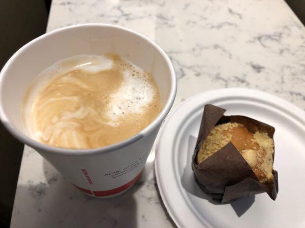 マフィンとコーヒー