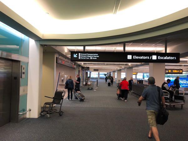 オーランド国際空港2階
