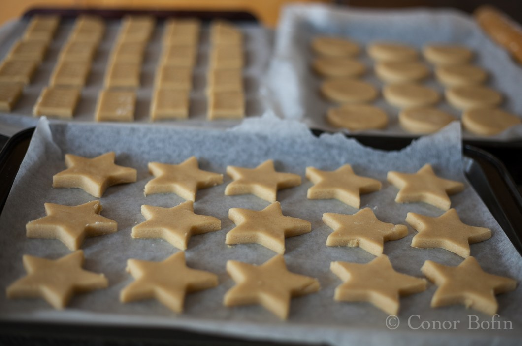 A gratuitous uncooked shortbread shot. Just to give you an idea of quantities.