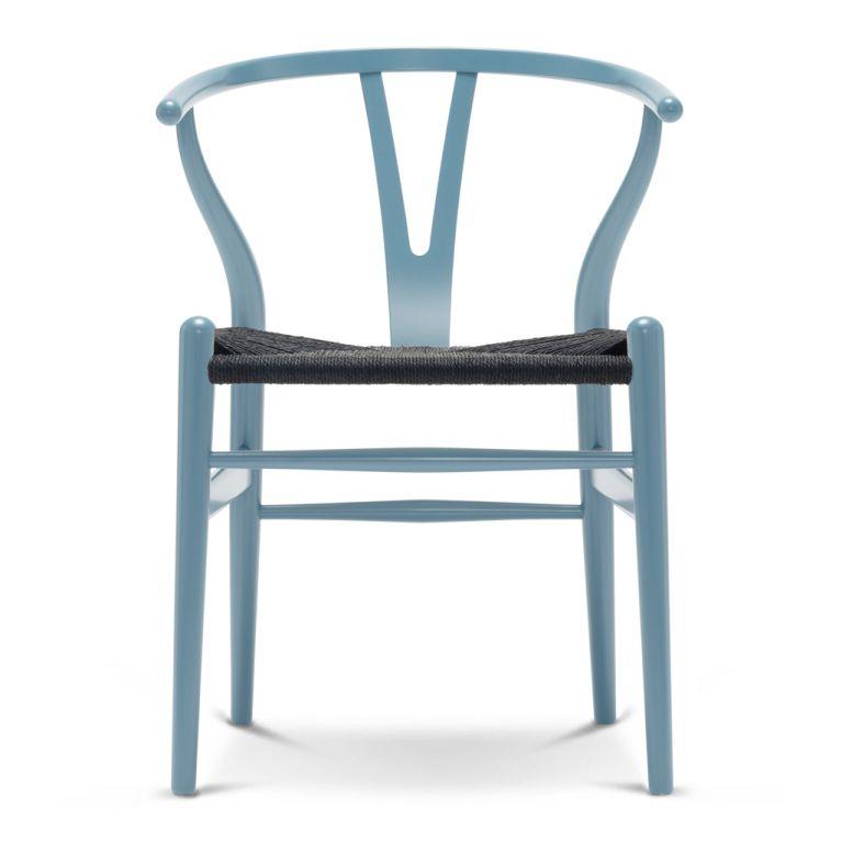 chaise wishbone ch24 en bois colore et assise en corde noire