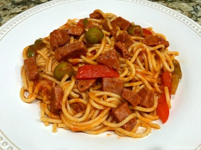Receta: Espagueti Dominicano con Salami #CampbellsShortcutMeals #shop