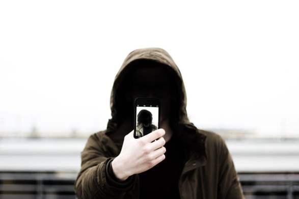 Sfide Social e selfie killer: dal divertimento al rischio