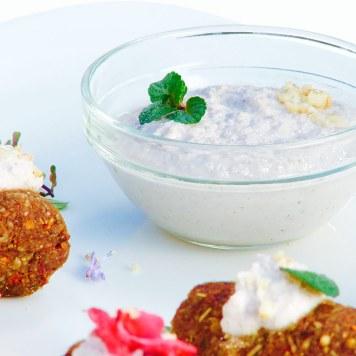 Kofta con yogur de nueces
