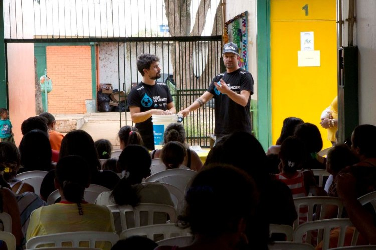 Jon Rose teaching about clean water in Brasilia