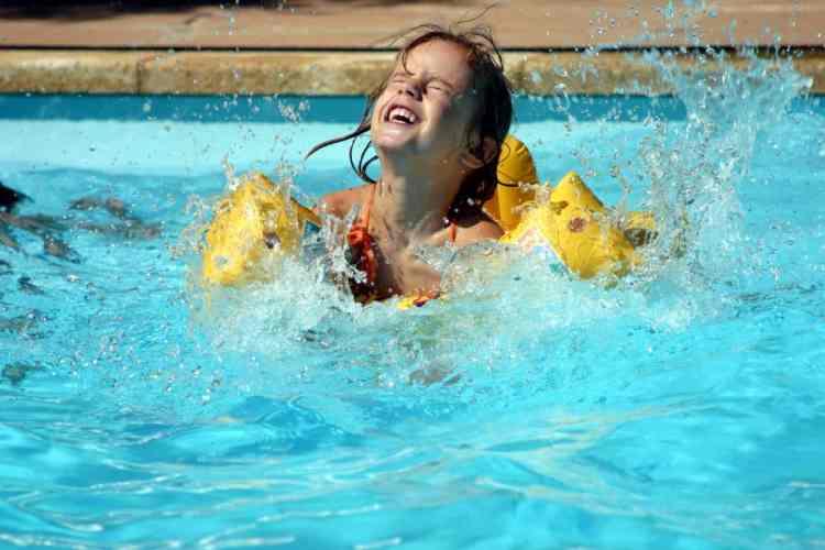 Comment choisir sa piscine bois acier ou bien gonflable