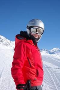 skier avec un casque de ski