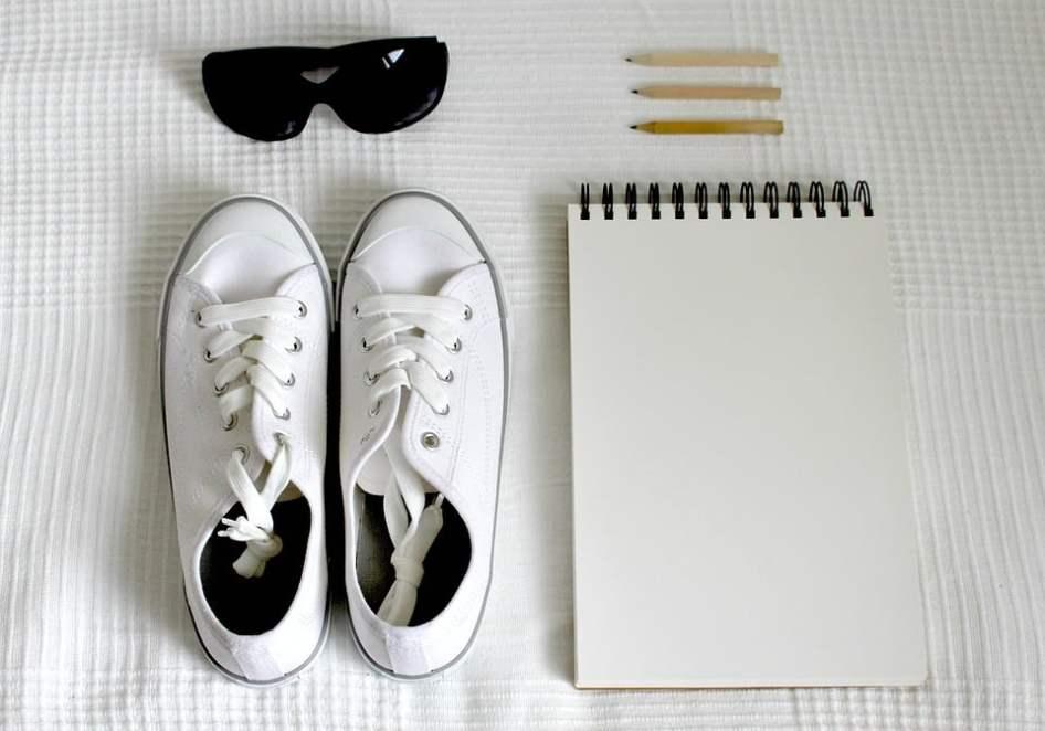 642473b0a6332 Comment nettoyer ses baskets blanches en cuire ou en toile