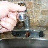 démonter l'ancien robinet mitigeur