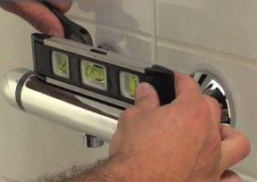 niveau à bulle pour le mitigeur de douche