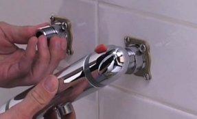 visser le robinet douche