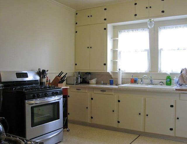 il est facile de relooker une cuisine vintage avec 3 fois rien