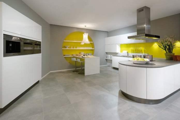 Une cuisine scandinave ultra design et ... colorée!