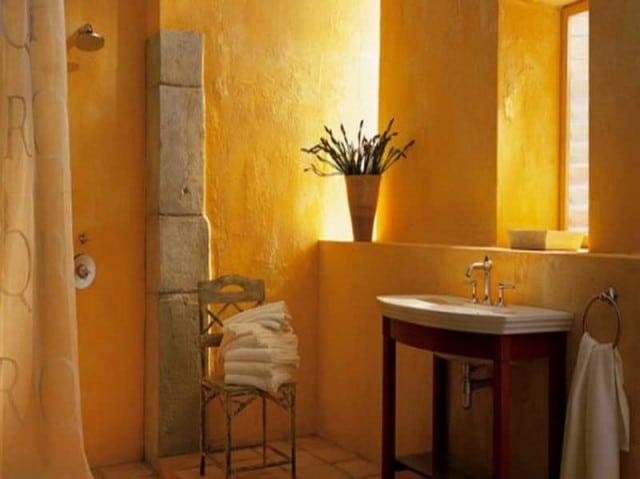 Salle de bain jaune ocre