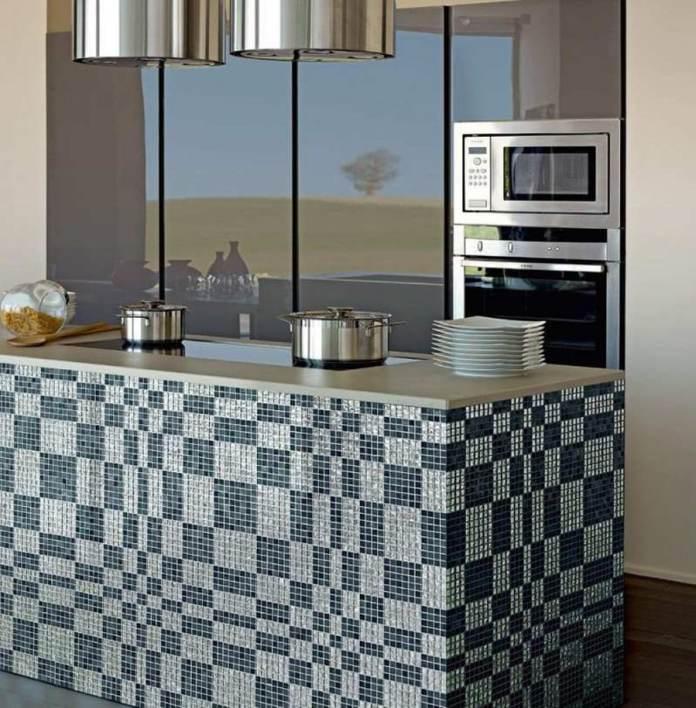 Vous l'aurez remarqué, la mosaïque habille très bien les ilots dans les cuisines modernes.