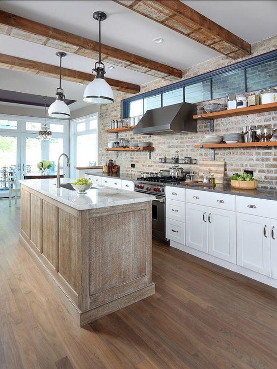 les-luminaires-mettent-en-valeur-la-brique-dans-la-cuisine