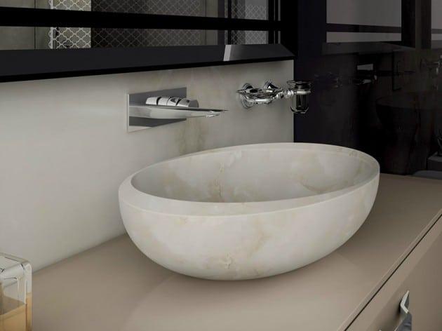 robinet-design-pour-vasque-en-marbre