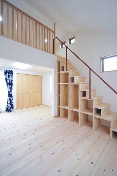 espace-vide-sous-escalier-norinori303-copy