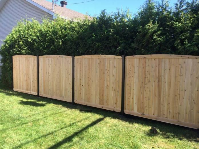 Une clôture en bois pour jardin
