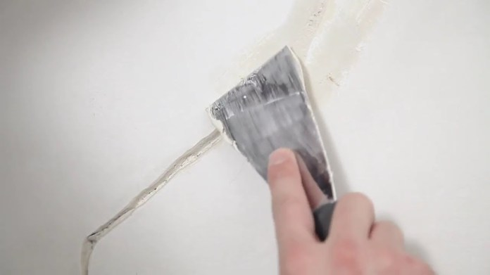 reboucher un mur avec un enduit approprié