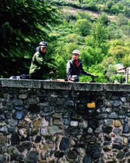 The beautiful stonework of the bridge leading into Molinaseca, against the backdrop of the vegetation on the mountainside.