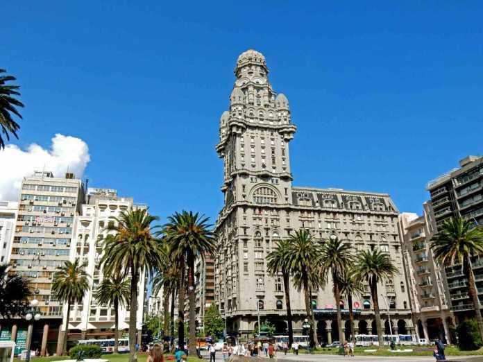 Detalles arquitectónicos del Palacio Salvo de Uruguay