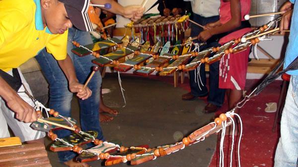 humarimbas_marimba-de-arco_foto_ricardo-pamfilio
