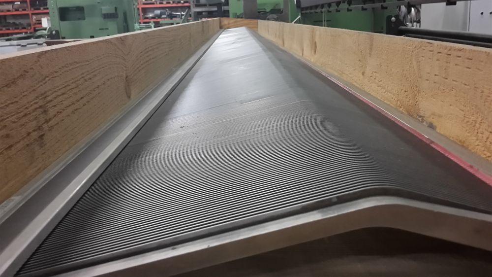 Carpet weaving machine reed